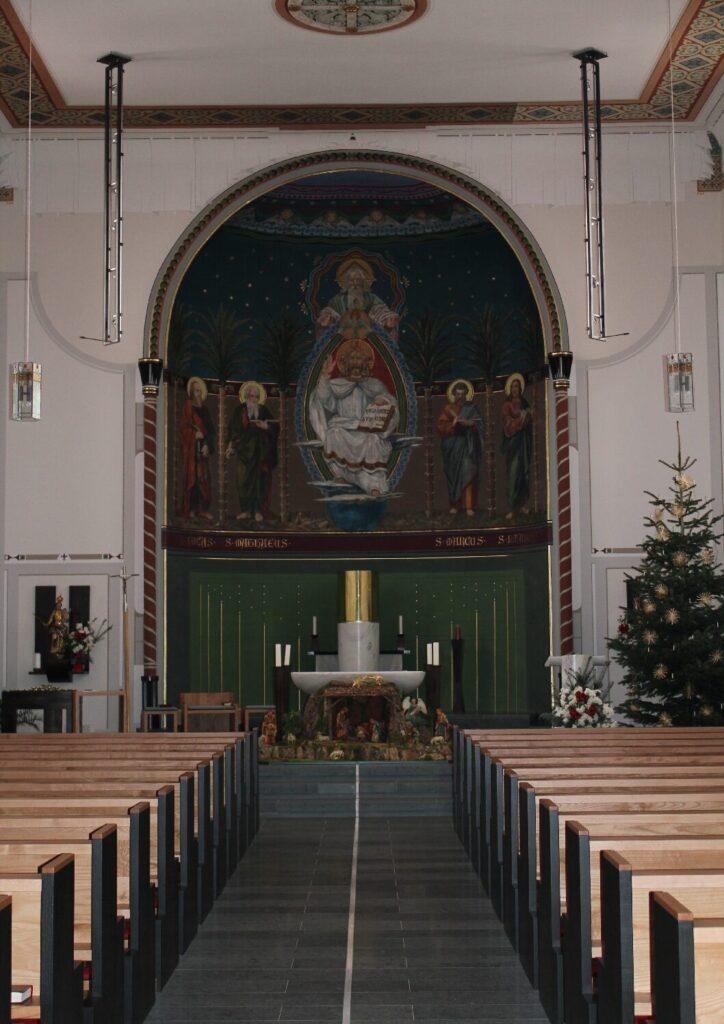 04-Kircheninneres-3-pdf-724x1024