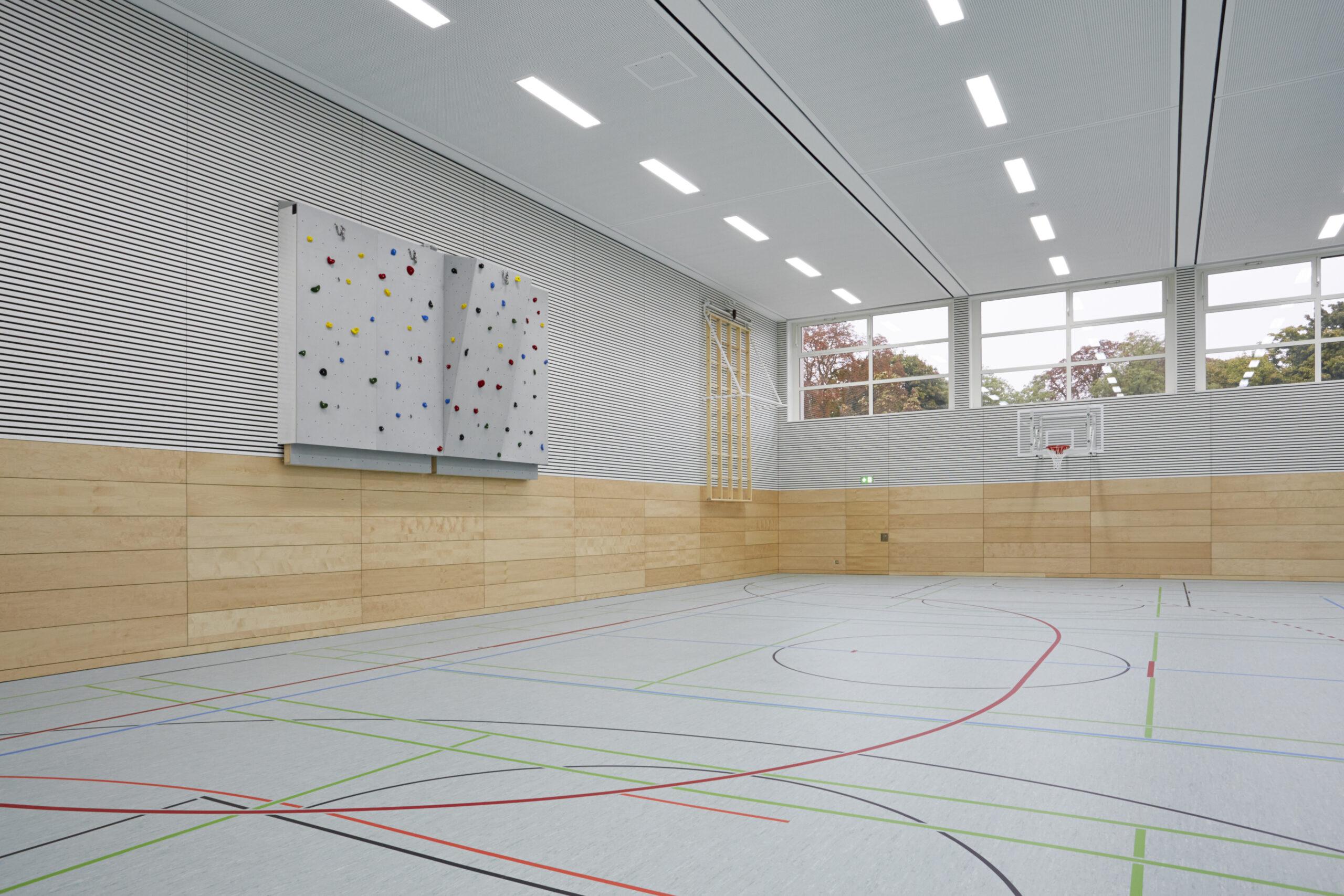 04 Sporthalle